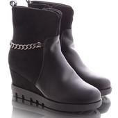Зимние женские классические ботинки на танкетке