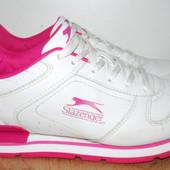 отличные кроссовки 26 см