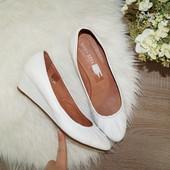 (40р./26см) Linea Zeta! Кожа! Красивые белые туфли на удобной танкетке
