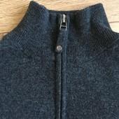 Фирменный шерстяной свитер на парня
