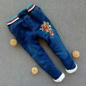 р 5-8 лет. Теплые джинсы на травке с вышивкой.