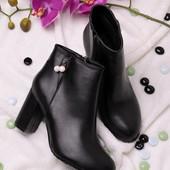 Женские ботинки на каблуке  в наличии  новые  35 р