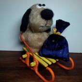 Подарок.Пес Барбос. На санках с подарком.