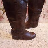 Високі чоботи із натуральної шкіри зовні і зсередини 40 р-р і устілка 25 см. Вітрина пара.