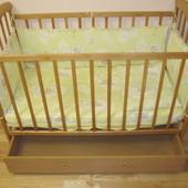 Дерев'яне дитяче ліжко гойдалка Наталка з ящиком, матрацом та захистом Детская кроватка качалка