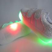 Белые кроссовки 30 р на 18 см  с мигающей подошвой и защитой носка