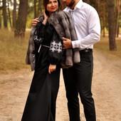 Чоловіча сорочка класичного крою і вишукана жіноча сукня з вишивкою