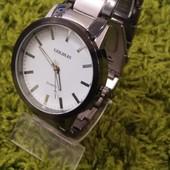 Мужские наручные часы на браслете-разные модели