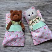 Медведь и кошка Village Story коллекционные в спальных мешках