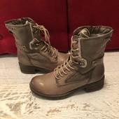 Ботинки із натуральної шкіри,на меху,від Tamaris,розмір 38,стелька 25.Стан нових