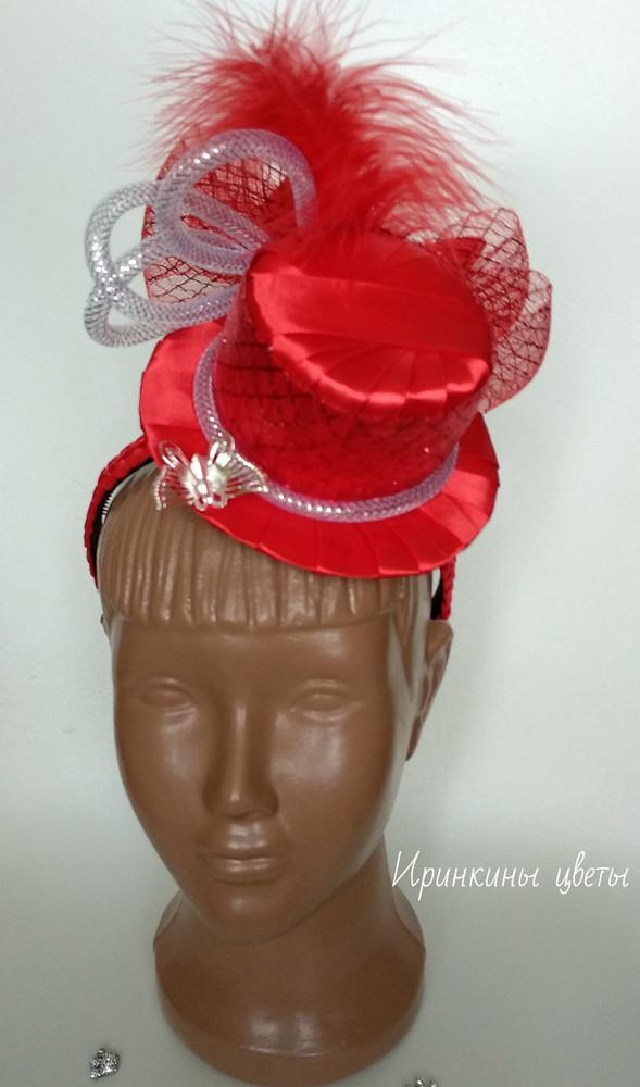 Шикарная шляпка на обруче красного цвета фото №1