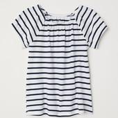 Модельная футболка для девочки H&M белая в синюю полоску.