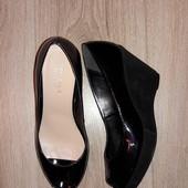 Туфли с открытым носочком Carvela р.38 стелька 24 см.