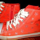 Кеды в звездах 37размер.Matalan Retail Ltd