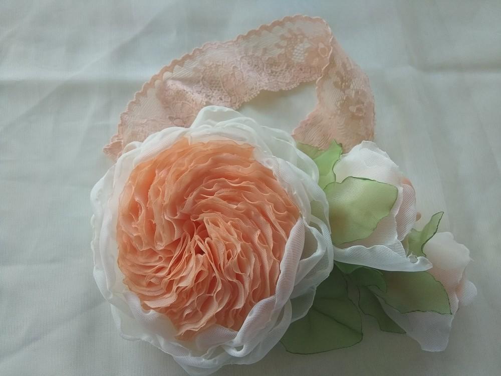 Повязка на голову,  ручная работа,  цветы из шифона и атласных лент фото №1