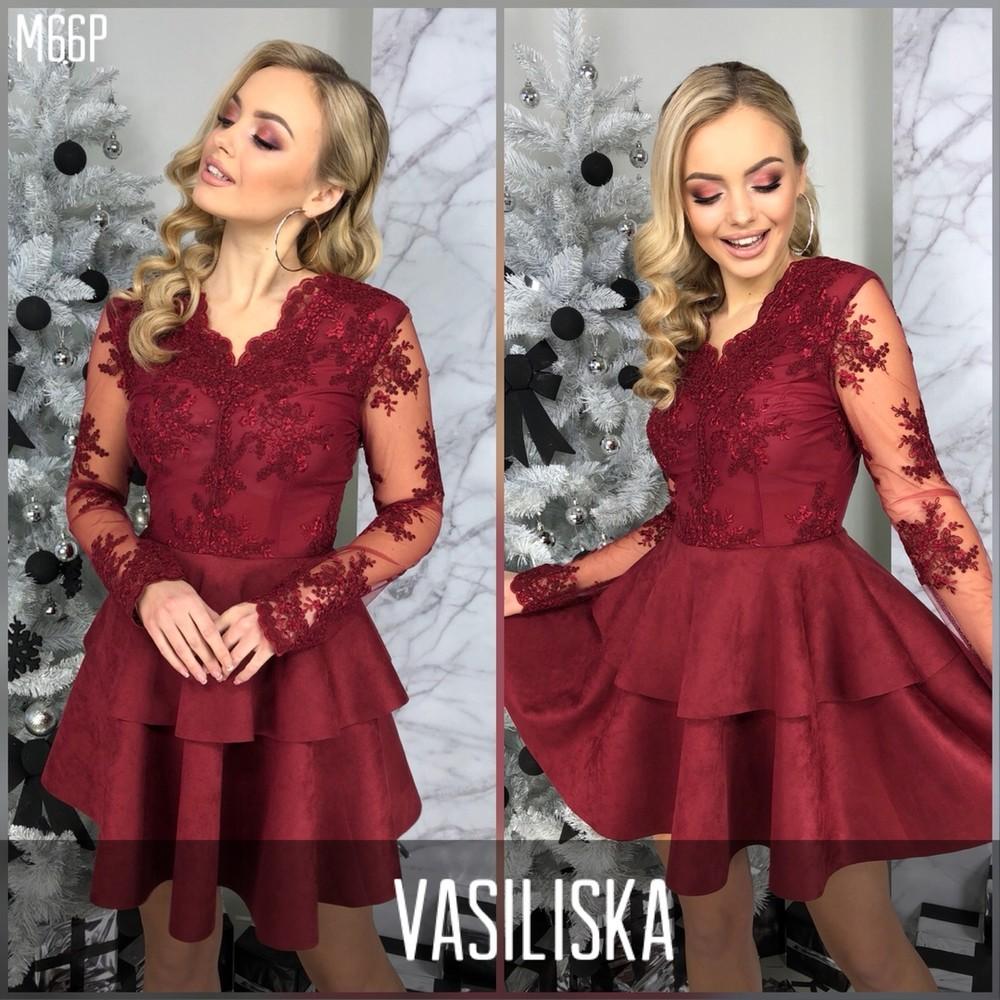 Легкое и эффектное платье из замши и кружева фото №1