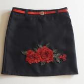 Стильная школьная юбка с вышивкой от производителя