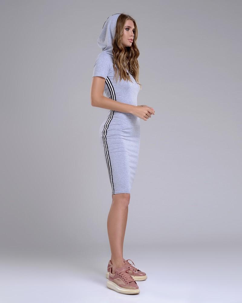 Спортивное платье миди с капюшоном фото №1