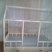 Кровать- домик из натурального дерева. Украина.Николаев.