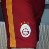 Спортивние олригинал фирменние футбольние шорти Nike ф.к Галатасарай .л-хл
