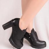 Женские демисезонные черные ботильоны на каблуке