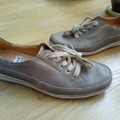 Theresia M Легкі туфлі із натуральноі шкіри зовні і всередині 43 рр і устілка 28,5 см.