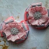 Нежные банты в розово-серых тонах со стразовым декором