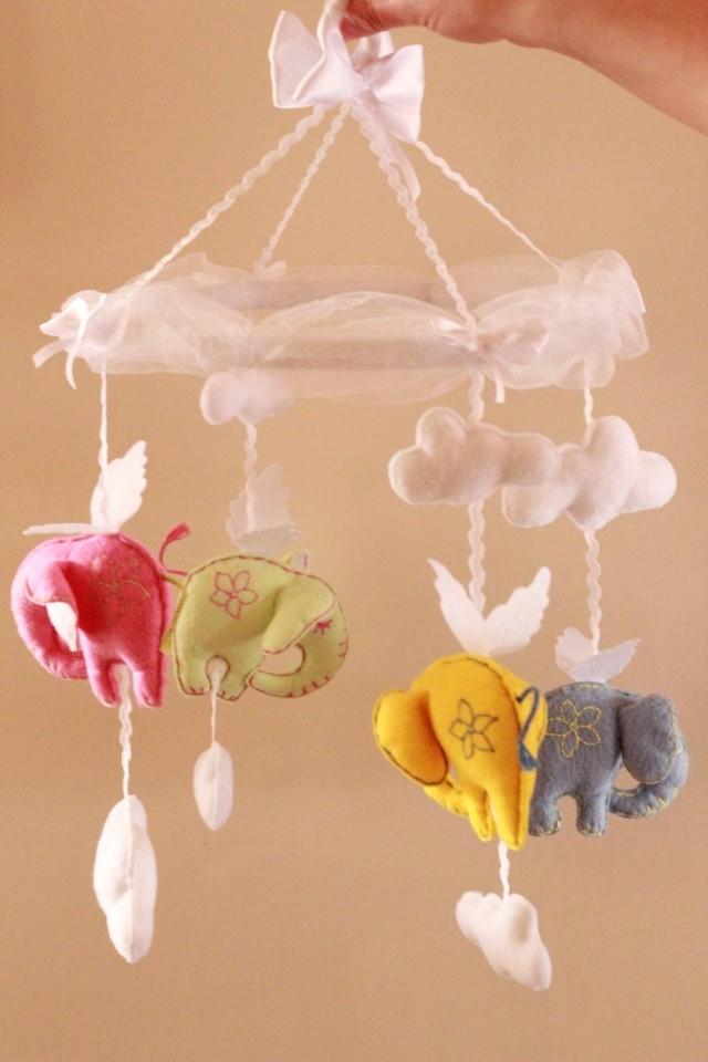 Мобиль на кроватку летающие слоны фото №1