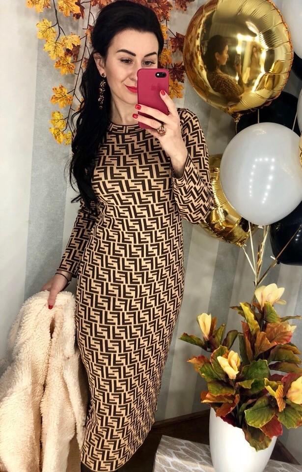 Женское стильное вязанное платье фото №1