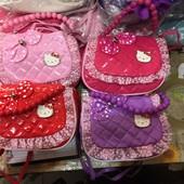 Мягенькие лаковые сумочки для девочек Hello Kitty. 4 цвета.
