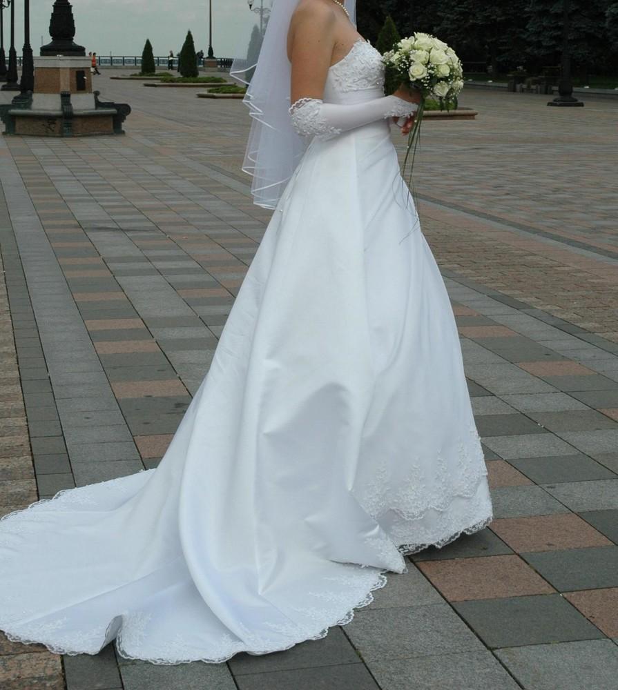 Свадебное платье со шлейфом белое фото №1