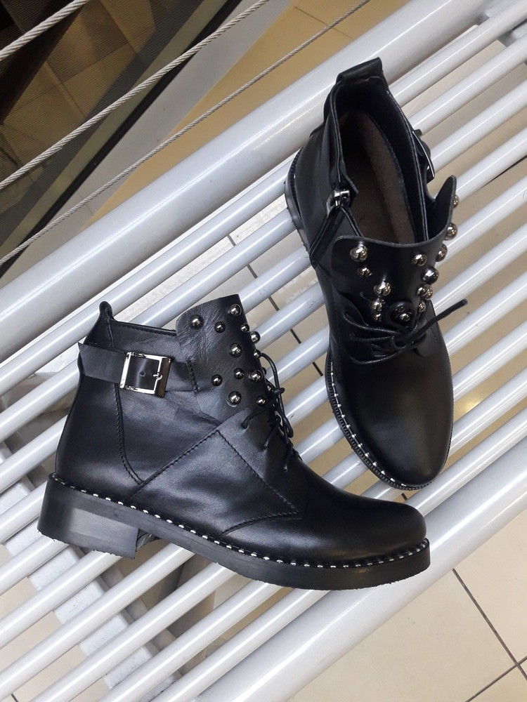 Ботинки деми с заклепками фото №1