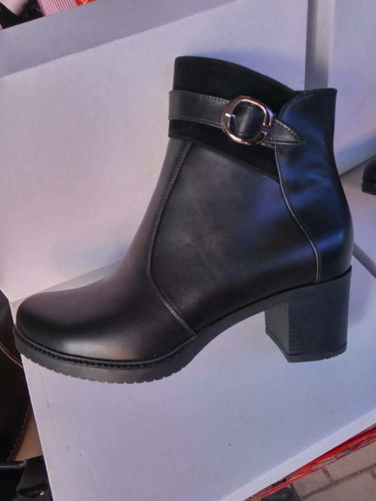 Демисезонные кожаные ботинки на среднем каблуке. днепр. фото №1