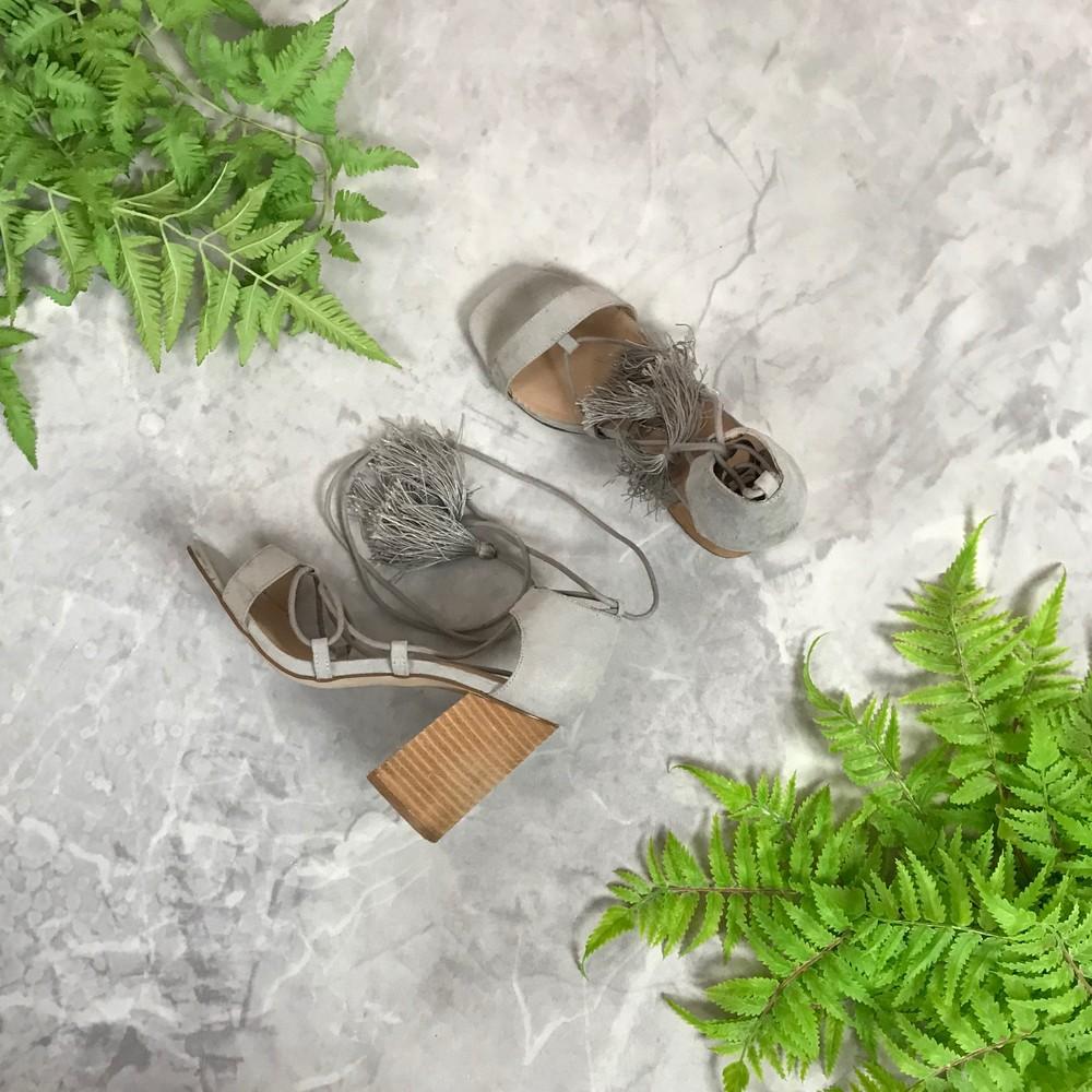 Актуальные босоножки на устойчивом каблуке с завязками  sh1911063 фото №1
