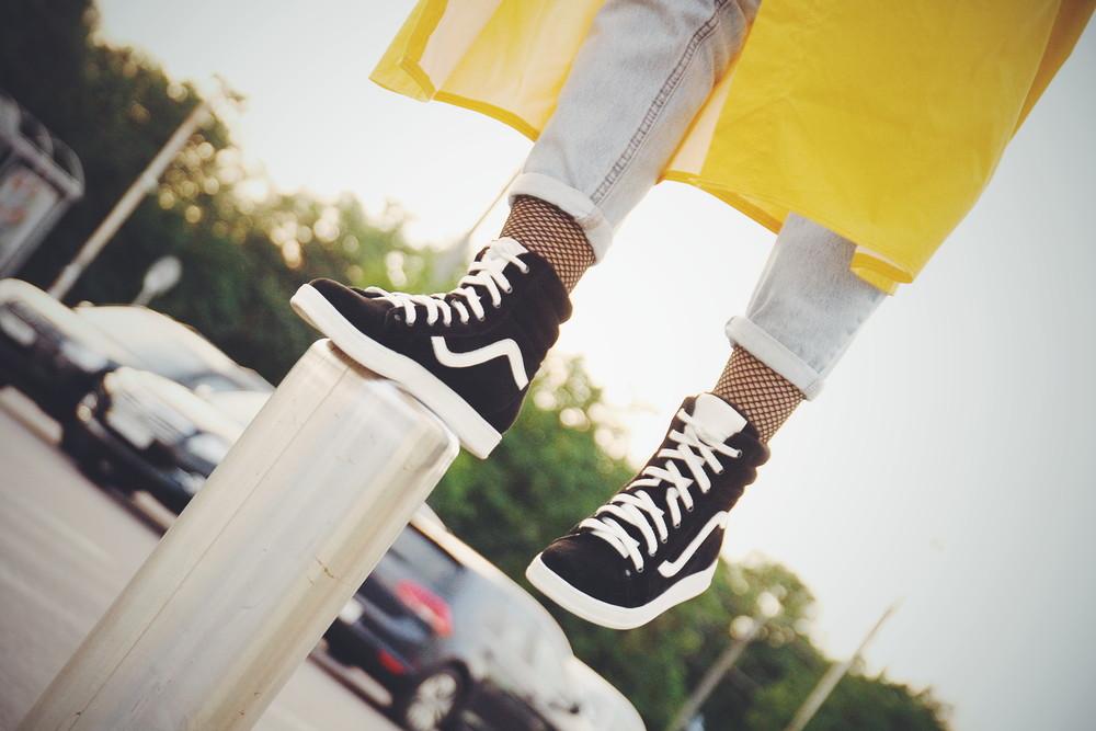 Замшевые черные деми ботинки хайтопы, высокие кроссовки, замша натуральная фото №1