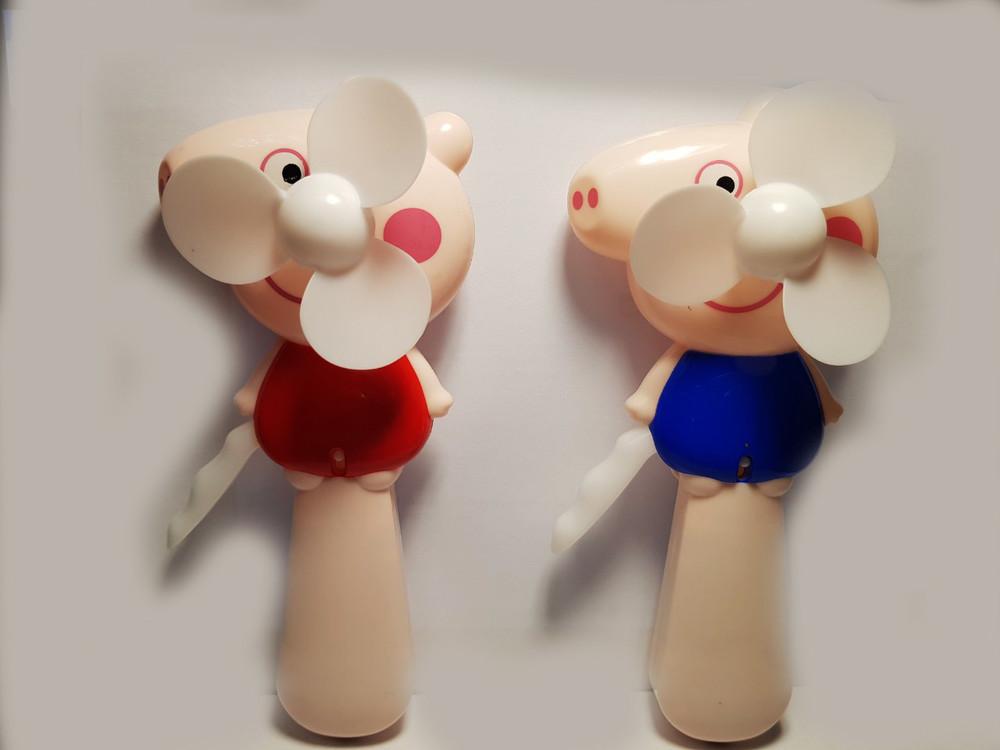 Вентилятор ручной детский  с распылителем воды свинка пеппа фото №1