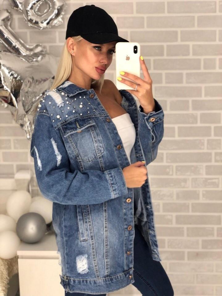 Удлиненная джинсовая куртка с жемчугом фото №1
