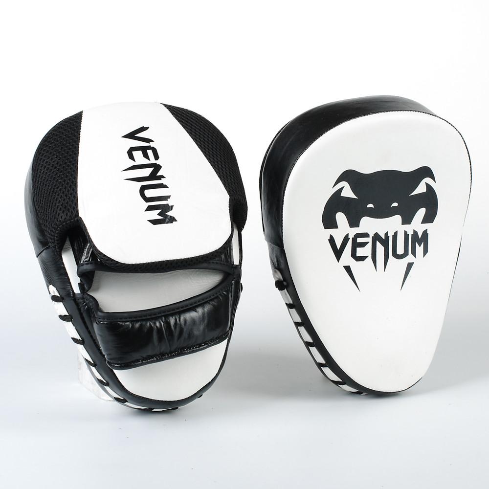 Лапа изогнутая кожаная боксерская venum 8318: 2 лапы в комплекте, размер 26x19x5см фото №1