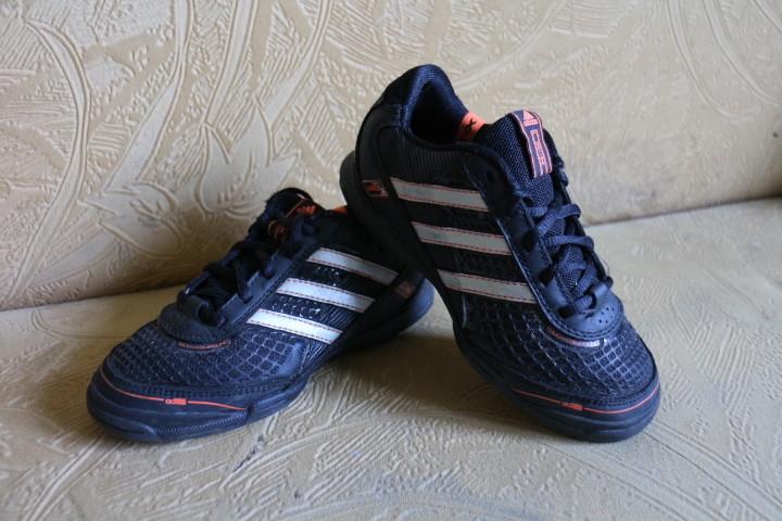 Сороконожки adidas р.30, по стельке 20см. фото №1