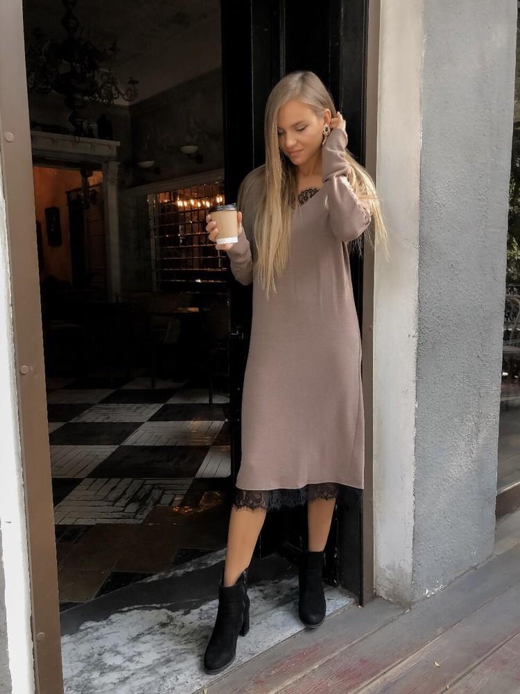 Теплое свободное платье-миди с кружевом фото №1