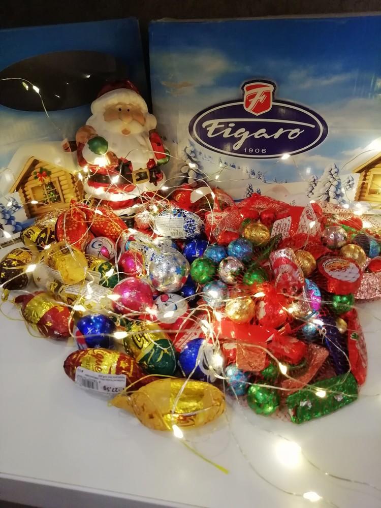 Новогодние шоколадные шишки и наборы сеточки из польши . фото №1