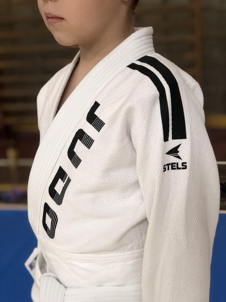Продам кимоно детское для дзюдо, белое с поясом фото №1