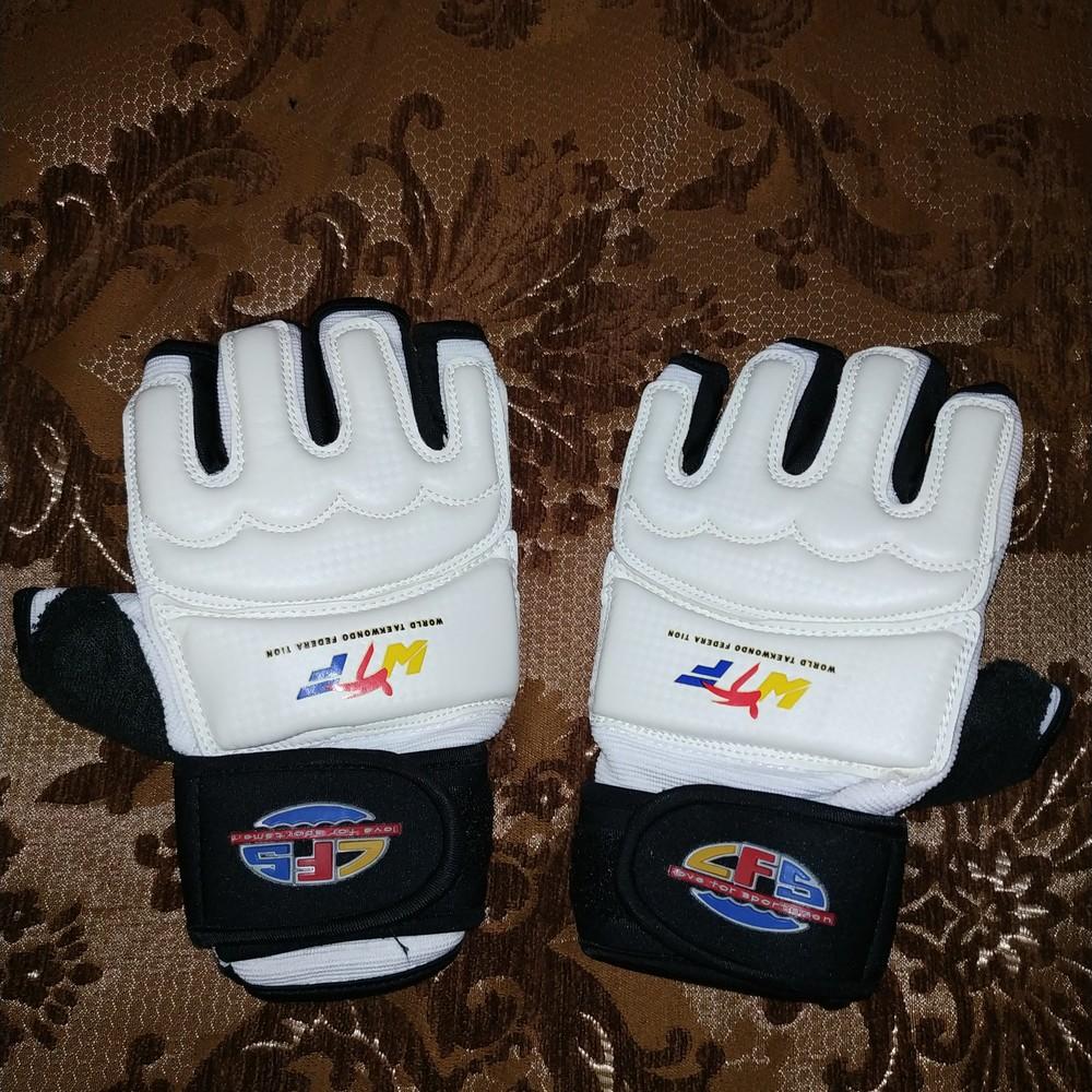Перчатки для таеквондо с фиксатором запястья фото №1
