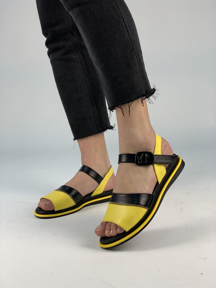 Черно-желтые кожаные босоножки в наличии! фото №1