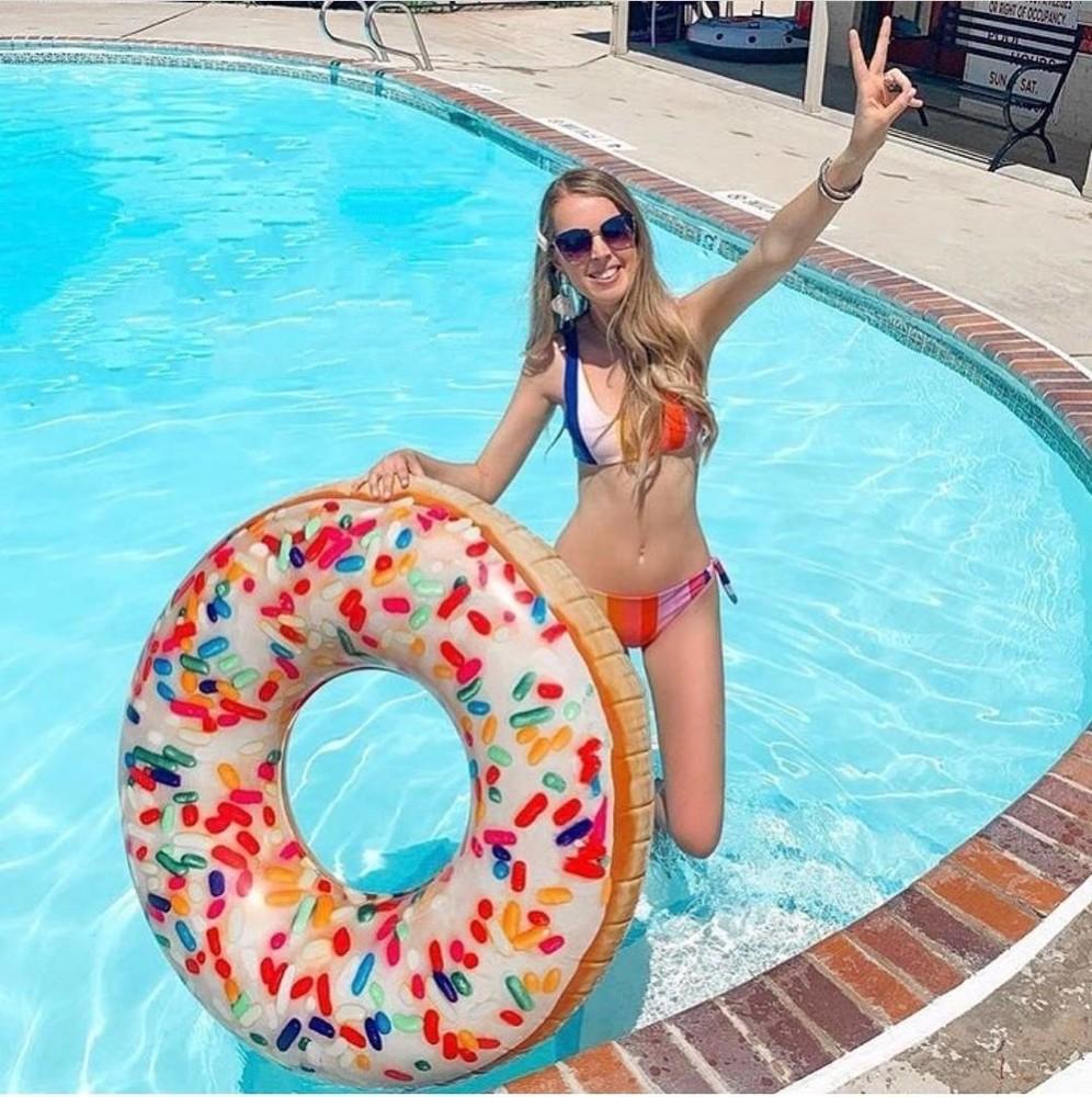 """Надувной круг """"пончик с присыпкой"""" intex 56263, диаметр 114 см фото №1"""
