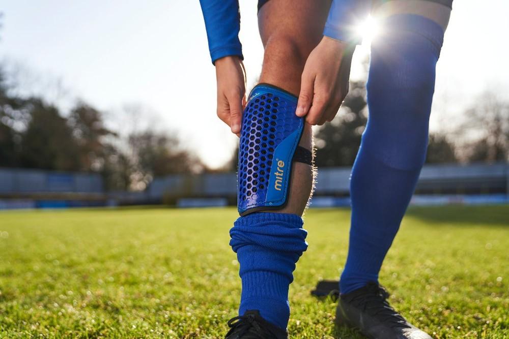 Щитки футбольные mitre aircell s70004. размер: l – 21 см. фото №1