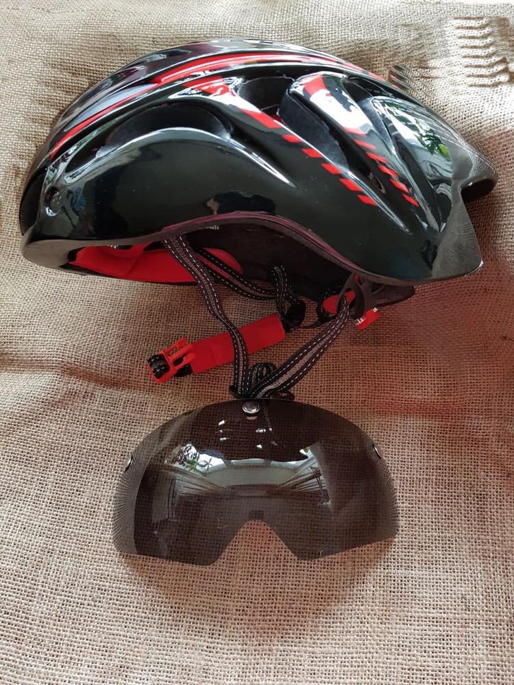 Шлем велосипедный со съемным стеклом фото №1
